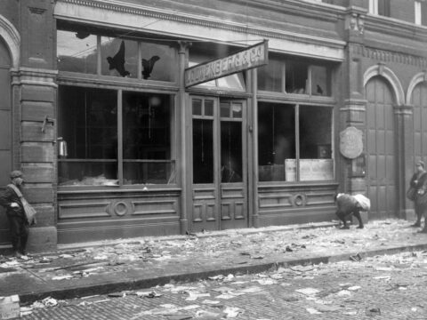Damage to the German consulate in Victoria, 1915