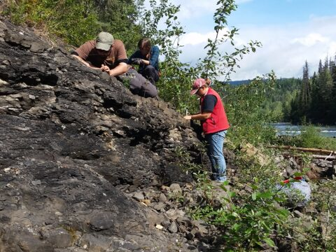 26team examines outcrop on sustut